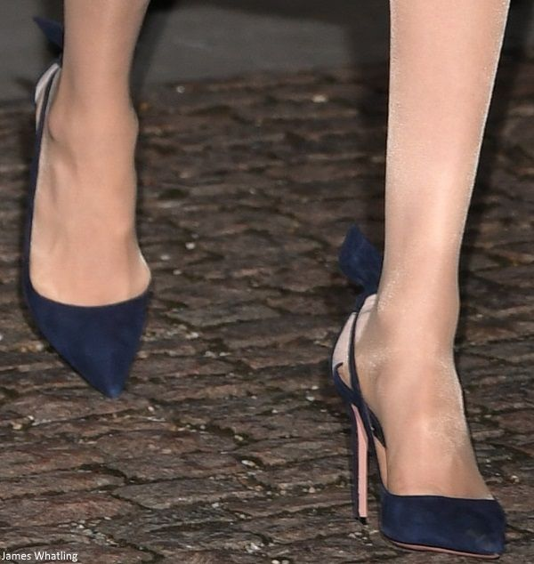 c988130edfe9 11 11 2018 - Meghan wore custom navy blue Aquazzura Deneuve Bow Pointy Toe  Pump ( 750) - Mad About Meghan