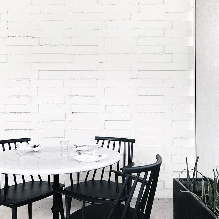 Svarta stolar runt bord!  pinterest || macselective
