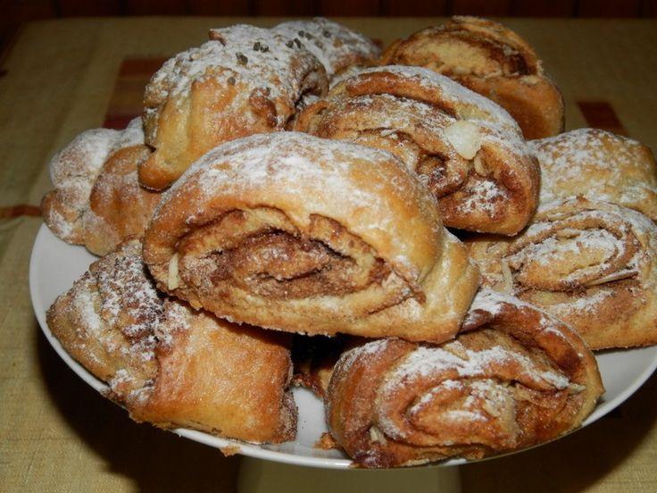 Skořicové špaldové rolky posypané cukrem. Autor: Romča
