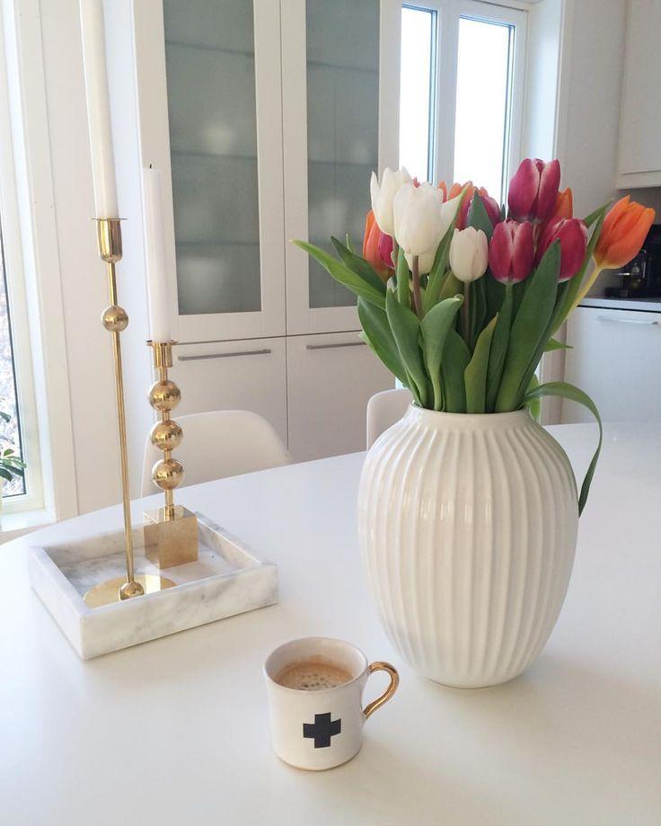 Happy friday fikk noen vakre tulipaner fra min venn @sonjatos som pynter opp på kjøkkenbordet ✨