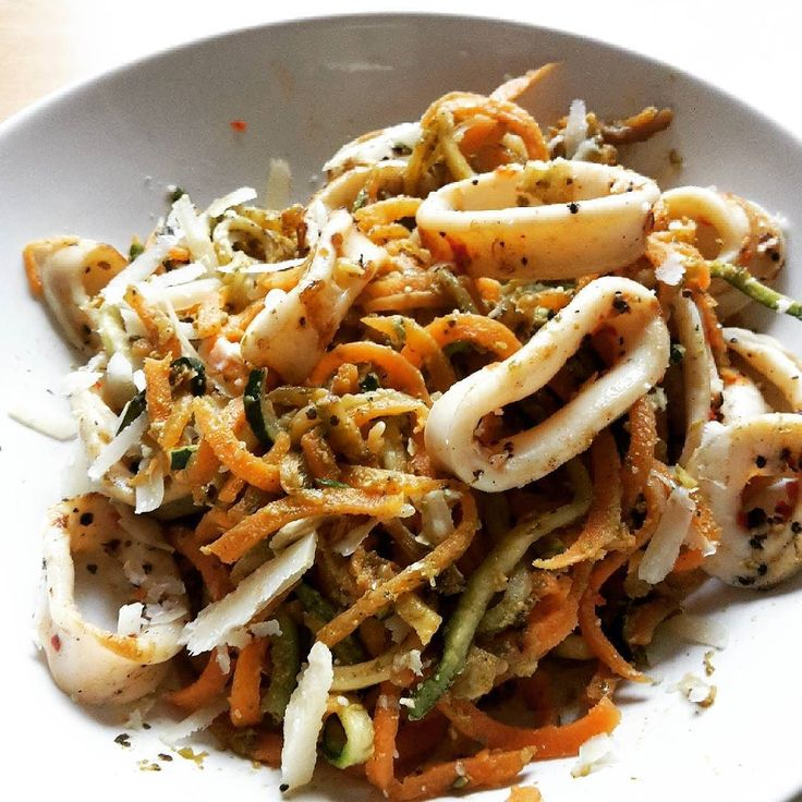 Just because this plate looks amazing  Spiralised carrot & zucchini with reduced fat pesto and calamari from @marksandspencer  ------ #fitlondoners #BBG #Thekaylamovement #BBGgirls #fitgirls #fitfrenchies #noexcuses #nopainnogain #bikini #cleaneating #eatclean #nutrition #healthyeating #weightloss #healthylifestyle #fitfam #regimeuse #eathealthy #eatcleantraindirty #absaremadeinthekitchen #bbgfam #cleanfood #girlswithmuscle #bodybuilding by kris.fitcookie