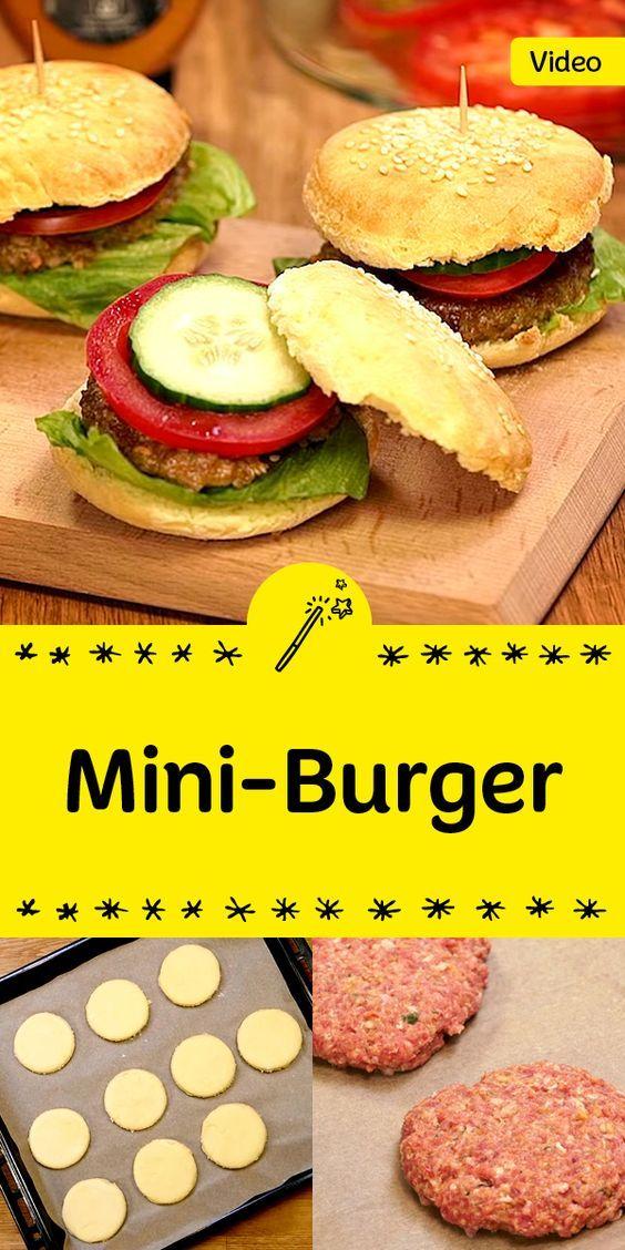 Der perfekte Snack für deine nächste Party: Mini-Burger. Die Brötchen sind im Handumdrehen selbst gemacht. Einfach lecker!