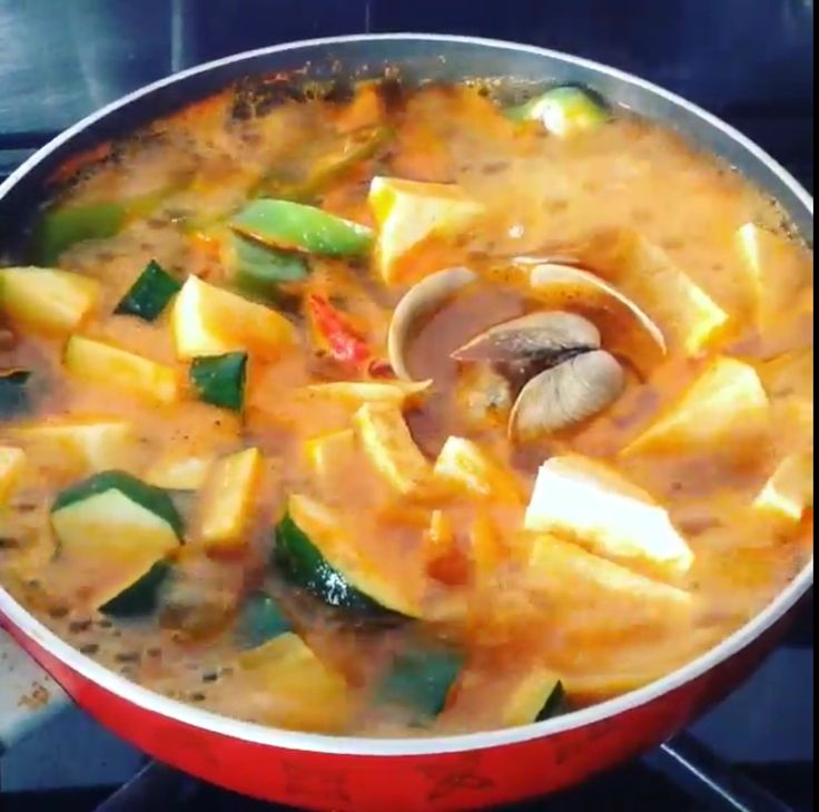 Spicy clam soup