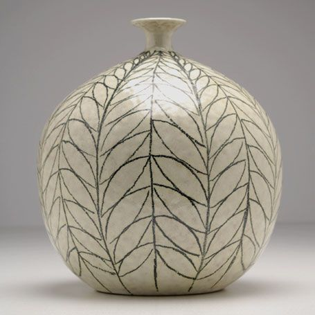 I love the shape of this Raymor-Italian-pottery vase. Perfect for that first spring flower.