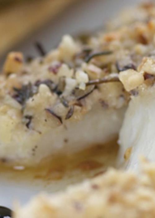 Peixe-galo em crosta de avelã e rosmaninho com mil folhas de espargos e redução de vinagre balsâmico