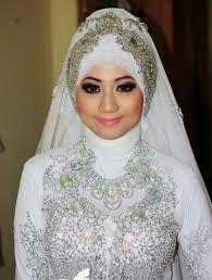 Anda Muslimah dan akan Menikah? Berikut Cara Make Up Pengantin Muslimah yang Modern.. - Mereka biasanya menyamakan antara merias pengantin tradisional dengan...