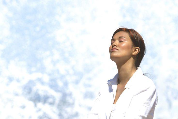 La fibromyalgie se caractérise par des douleurs diffuses, une fatigue chronique, un état de stress et d'anxiété. Des symptômes qui peuvent être efficacement soulagés par la pratique de la sophrologie.