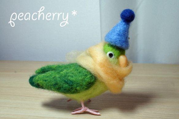 羊毛でグリーンのマメルリハを作りました。こちらはご予約品のため申し訳ありませんがほかの方はご遠慮ください。青い帽子とマメルリハには長すぎるほどのマフラーを付け...|ハンドメイド、手作り、手仕事品の通販・販売・購入ならCreema。