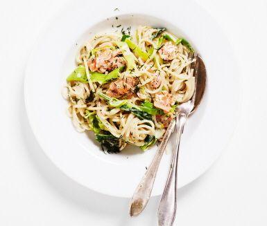 Recept: Spagetti med rökt lax, purjolök, dill och citron