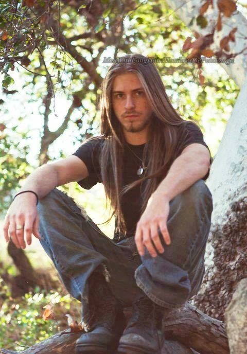I think I'm in love with this beauty from the Men With Long Hair FB page.  Isn't he yummy?
