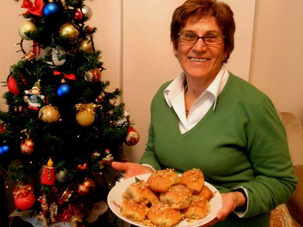 Santeos: Τα γιορτινά ισλί της κυρίας Τραπεζουντίδου