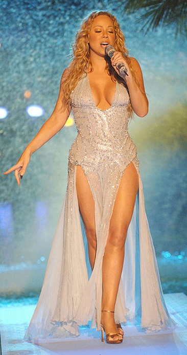 love this one too ❤ (actually this gown was in pale blue) | Mariah Carey - MTV Video Music Awards (2005-08-28)