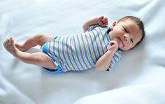 El recién nacido requiere pocos –pero muy necesarios– artículos de ropa de bebé. Parte de nuestras listas de cosas para un bebé recién nacido, te ofrecemos la lista detallada de qué comprar para el bebé, inlcluyendo tallas y cantidades de la ropa que necesita.