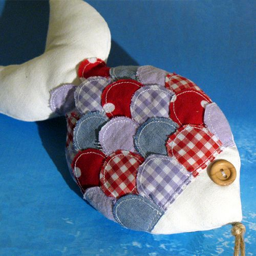 Pez con escamas en distintas telas. Fabric fish.