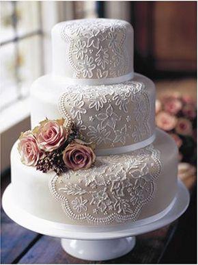 One of my favorites - Una de mis tortas vintage favoritas, delicada y romántica en blanco con un ramillete de rosas a un lado.