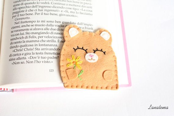 Bear felt bookmark with flower, corner bookmark, completely handsewn, made in Italy