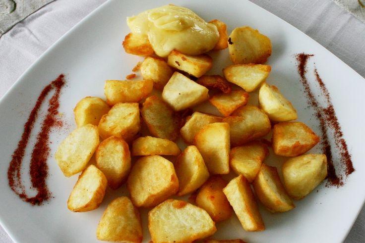Enjoy our last #recipe #spanish #tapas #bravas #with #homemade #aioli sauce #yummy #blogging #cooking #welovefood #spanishfood http://www.coolfoodvalencia.com/spanish-tapas-bravas/