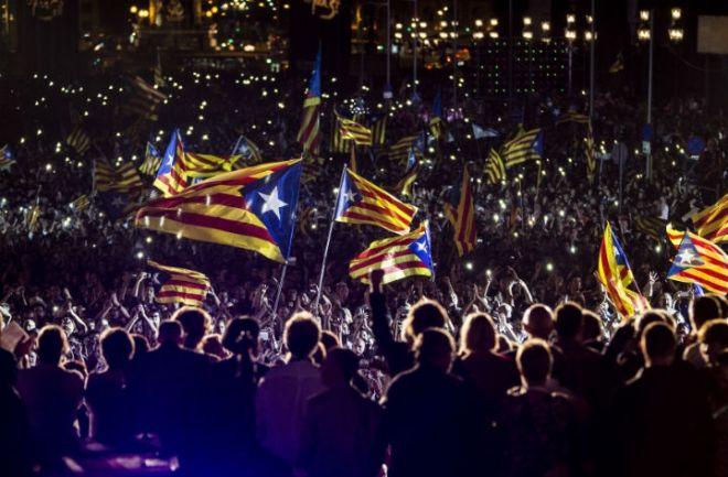 Cataluña: Independentistas con amplia mayoría Obtuvieron la mayoría absoluta de los escaños en el Parlamento regional, pero no superaron el 50%. http://www.argnoticias.com/mundo/item/37899-catalu%C3%B1a-independentistas-con-amplia-mayor%C3%ADa