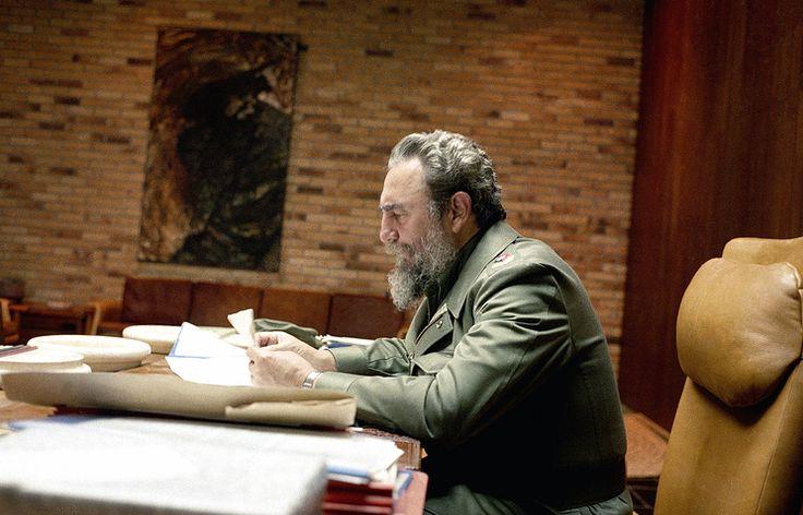 Путин и Медведев выразили соболезнования в связи с кончиной Фиделя Кастро   26 ноября, 12:29 дата обновления: 26 ноября, 12:53   http://tass.ru/politika/3816039