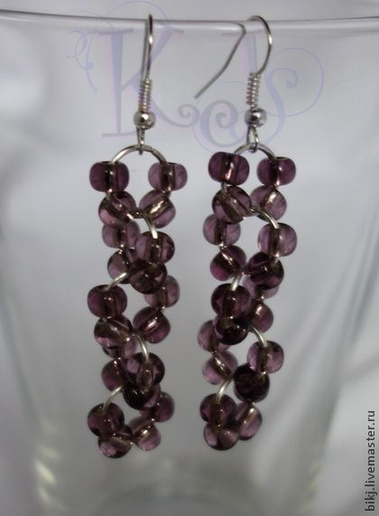 Simple and cute bead earrings.