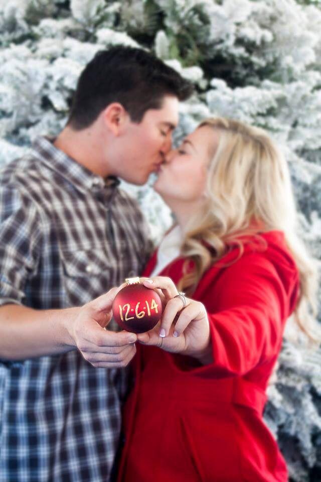 Christmas wedding ideas - save-the-date-photo