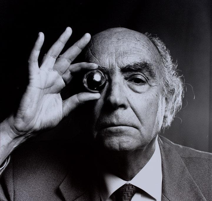 José Saramago by Marcelo Buainain (Lisboa, 1996).