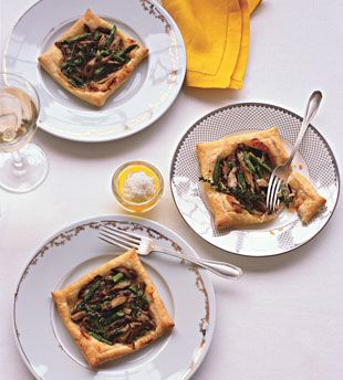 Asparagus and Mushroom Tarts A simple but sophisticated starter: Puff pastry squares are topped with a bright spring mixture of asparagus spears, fresh shiitakes, and crème fraîche.  Asparagus and Mushroom tarts Easter treat! http://www.bonappetit.com/recipes/2009/04/asparagus_and_mushroom_tarts?printable=true