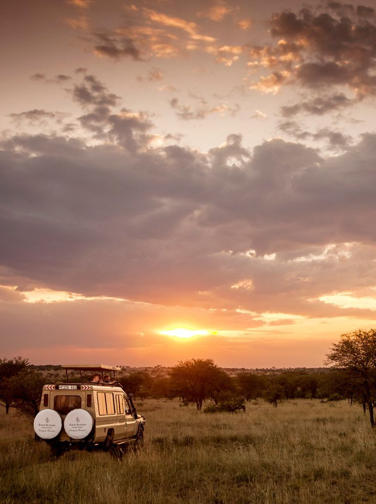 The Serengeti beckons. Take a #sunset safari ride together at Four Seasons #Safari Lodge Serengeti.