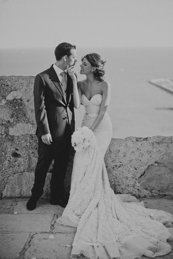 Image by Serafin Castillo - Paloma Cruz Eventos | Santa Barbara Castle Spain | Inbal Dror Bridal Gown | Pink Marchesa Bridesmaid Dresses | White Flowers | Serafín Castillo Photography | http://www.rockmywedding.co.uk/victoria-iain/