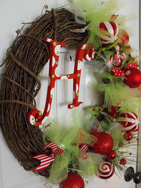 absolutely LOVE this DIY Christmas wreath But I need it with L.. and snow men ;) and more shabby!