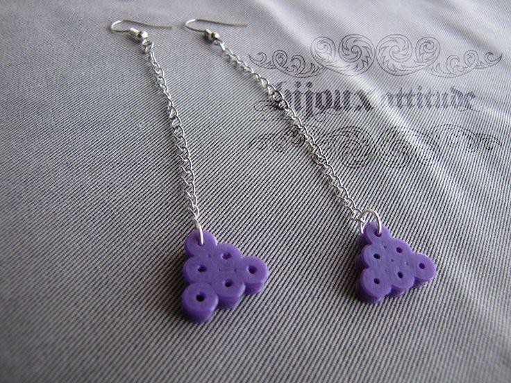 Boucles d'oreilles extra longues violet en perles fusion et chaîne - bijoux de geek - boucles d'oreilles Pixels violet - bijou géométrique by BijouxAttitude on Etsy