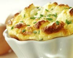 Soufflé au fromage blanc et à la ciboulette (facile, rapide) - Une recette CuisineAZ