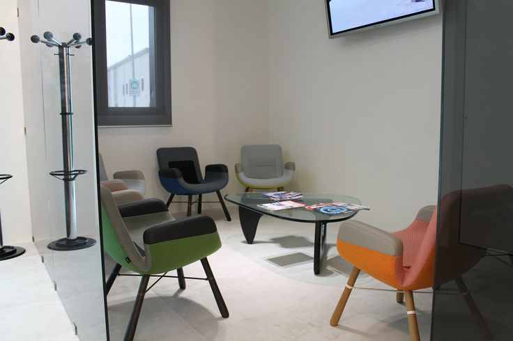 Waiting Area - Glass Partitions Model CRYSTAL - Chairs and Table Vitra