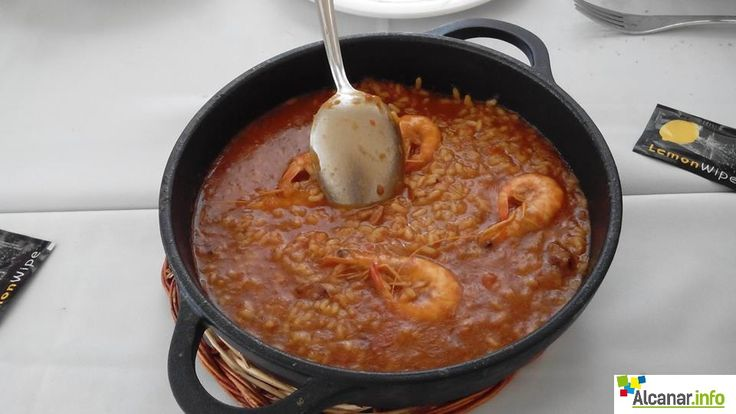 El Restaurant Palmeres LesCases us ofereix aquest menú especial per a les IV Jornades Gastronòmiques del Llagostí 2015:  Copa de cava, canya o vermut de benvinguda Seitons alinyats Pica-pica de marisc (Musclos, navalles, tallarines, catxels, gamba panxuda,…) Llagostins a l'estil de la casa Arròs caldós amb llagostins Vins Mas Tarroné D.O. Terra Alta Cava Rovellats brut (Bodega: 1 ampolla cada 2 persones) Postres casolanes Cafè, xarrup d'arròs o mini gin tònic recomanat Preu: 35 € IVA inclòs