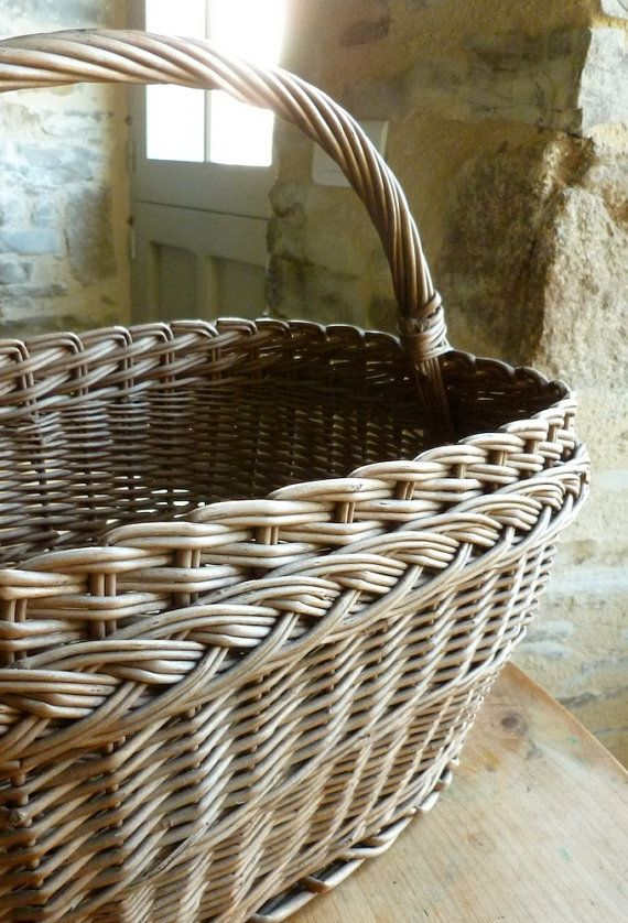 Beautiful handcrafted wicker basket that I found at a flea market in Brittany, France.  In EXCELLENT condition, vintage, not sure of the age but