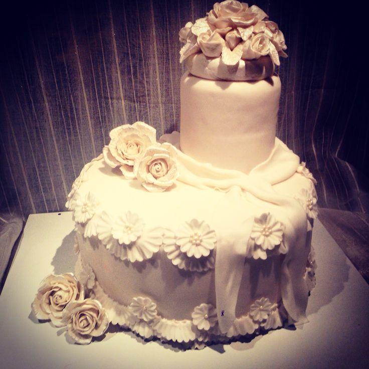 #weddingcake #white #flower #roses