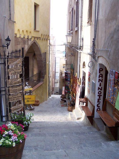 Passage in Castelsardo - Sardinia  | via italia-amore-mio