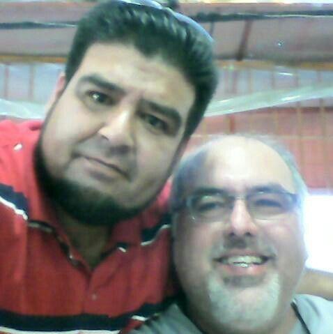 Mi amado esposo(camisa roja) Y mi cuñado su hermano mayor!