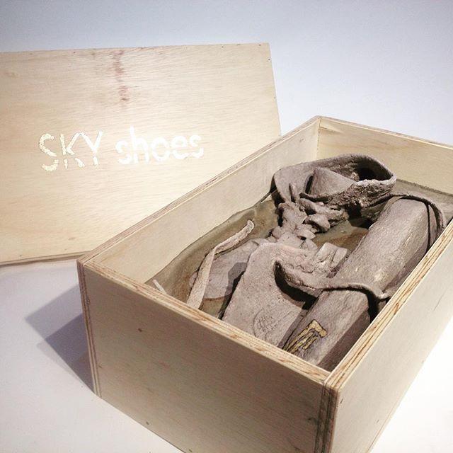 Sky shoes. 2016. #contemporaryart #galeriegeraldinebanier #artcontemporain #sculpture#migrants