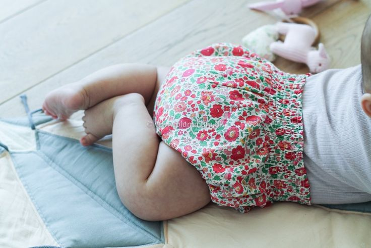 Sy selv fine baby-bloomers med smock
