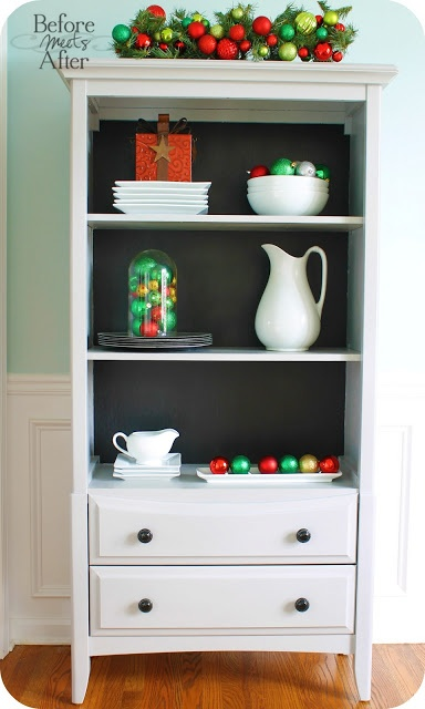 Before Meets After: Painting a laminate bookshelf