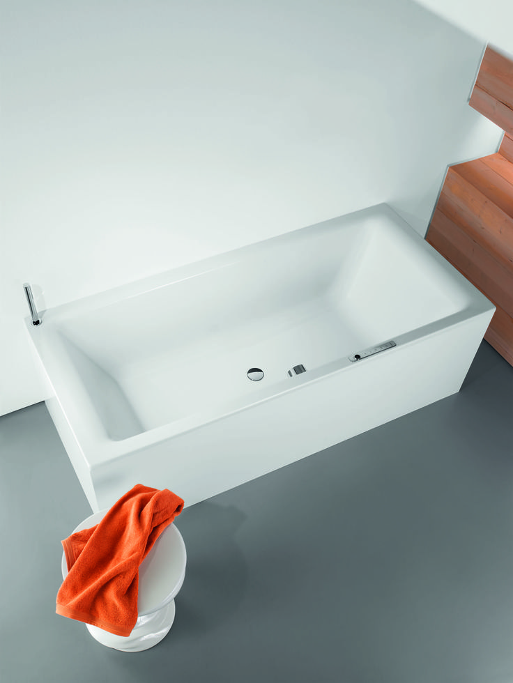 The reduction of all elements to the essentials is one of the basic principles of modern architecture and interior design. The clear and purist design of the PURO DUO bath follows this approach and is the logical continuation of the successful PURO series. #Kaldewei #Bathtub #Badewanne #Bath #Design #Puro #Duo