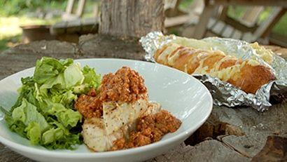 Marlin bleu sauce romesco & pain à l'ail gratiné