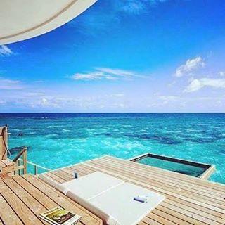 Buenos días viajeros! Empezamos esta semana especial en un lugar especial... el lujoso Centara Grand Island Resort & Spa Maldives!
