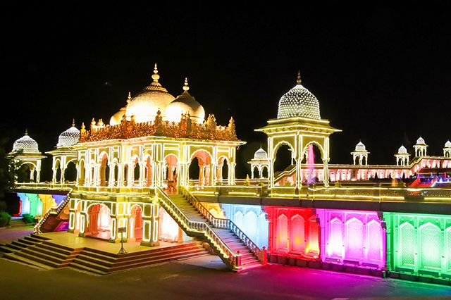 Offers For Theme Park Ramoji Film City Hyderabad Favourite Family Holiday Destination With A Th In 2020 With Images Family Holiday Destinations Holiday Destinations Theme Park