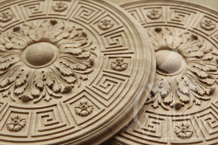 Резная круглая потолочная розетка, выполненная из массива дуба. #декор #дерево #резьба Carved round ceiling rosette, made of solid oak. #decor #design #wood #wooden #decorative