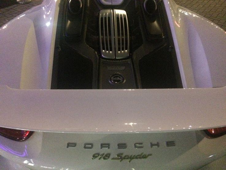 Must see! Onthulling Porsche #GTST (oh nee...GTS) op het Schaap en Citroen winterevent - http://bit.ly/1rITitQ
