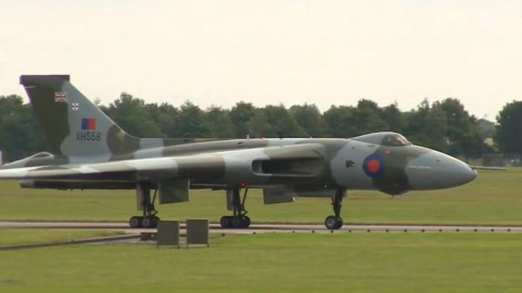 Vulcan bomber leaves RAF Waddington for the last time