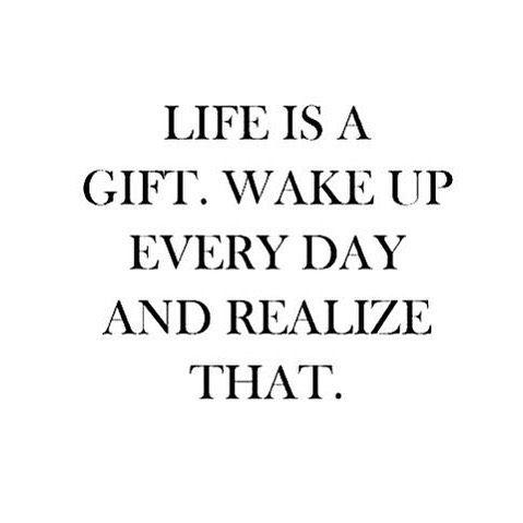 God morgon! Jag försöker att börja varje morgon med positiva tankar och att känna tacksamhet. Idag är jag tacksam för att jag efter jobbet har bestämt att besöka min mormors grav och tända ett ljus. Jag är tacksam för att jag och barnen har haft ett supermysig lov ihop. Jag är tacksam för snön som lyser upp. Jag är tacksam för att det snart är helg igen  vad är du tacksam för idag? ✨  what are you feeling greatful for today?
