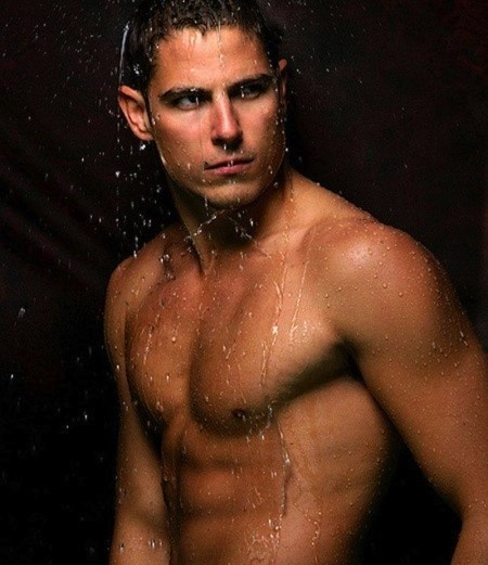 "Sean Faris will make his ""PLL"" debut on the fourth season premiere as hot new detective Gabriel Holbrook. (We wouldn't mind him cuffing us!)"